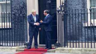 بالصور والفيديو ..وصول الرئيس السيسي إلى مقر رئاسة الوزراء في لندن..