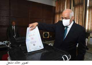 بالفيديو والصور..رئيس «النواب» يوجه رسالة للمواطنين بعد الإدلاء بصوته في انتخابات الشيوخ