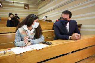 وزير التعليم العالي يتابع انتظام لجان الامتحانات واستئناف بجامعتي القاهرة وعين شمس (صور)
