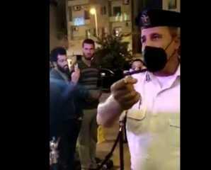 شقيق مذيعة شهيرة يتحدى الدولة ويخالف قرارات كورونا.. «أنا مش قهوة بلدي» (فيديو)