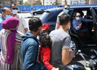 """الرئيس السيسى يوجه بتوفير سيارة أجرة تعمل بالغاز الطبيعى لـ""""عامل الديلفرى""""..صور"""