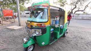 الهند تحول عربات التوكتوك إلى سيارات إسعاف بسبب كورونا