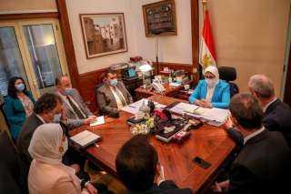 بالصور.. وزيرة الصحة تستقبل نائب رئيس اللجنة الدولية للصليب الأحمر
