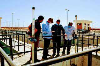 """بالصور.. رئيس جهاز """"العاشر من رمضان"""" يتفقد محطات مياه الشرب والصرف الصحي بالمدينة"""