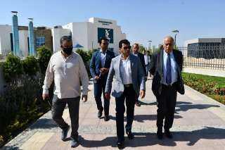 """وزير الرياضة يقوم بجولة تفقدية داخل """"نادي النادي"""" بـ 6 أكتوبر يرافقه وزير الشباب والرياضة الفلسطيني"""