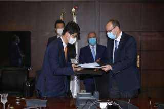 وزير النقل يشهد توقيع عقد تنفيذ مشروع تحديث نظم الإشارات والاتصالات على خط نجع حمادي / الأقصر