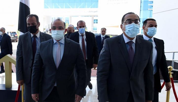 رئيس الوزراء و5 وزراء يفتتحون جلسة تداول البورصة المصرية اليوم|صور
