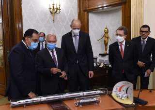 رئيس الوزراء يشهد  توقيع عقد تصميم و تنفيذ وصيانة وتوفير تمويل الخط الأول من شبكة القطار الكهربائي السريع| فيديو