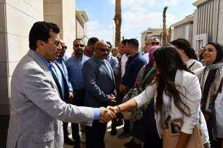 وزير الشباب والرياضة يتفقد مقر الوزارة بالعاصمة الادارية الجديدة برفقة عدد من الموظفين  صور