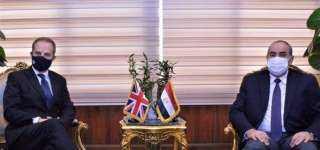 وزير الطيران يلتقي سفير بريطانيا بالقاهرة.